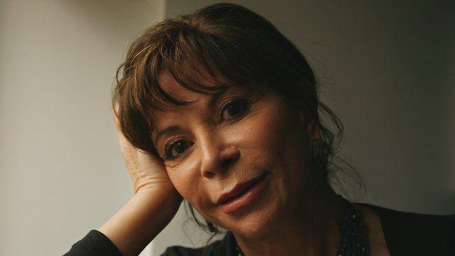 """Isabel Allende, """"Mi chiamo Eva, che vuol dire vita, secondo un libro che mia madre consultò per scegliermi il nome. Sono nata nell'ultima stanza di una casa buia e sono cresciuta fra mobili antichi, libri in latino e mummie, ma questo non mi ha resa malinconica, perché sono venuta al mondo con un soffio di foresta nella memoria""""."""