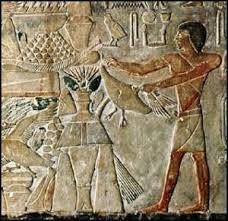 Αρχαιολόγοι ανακάλυψαν πολλές μούμιες στην Αίγυπτο, με στοιχεία που κάνουν τους ερευνητές να πιστεύουν ότι θα μπορούσε να ήταν μια πρώιμη προσπάθεια να καλυφθούν τα κενά στα δόντια.