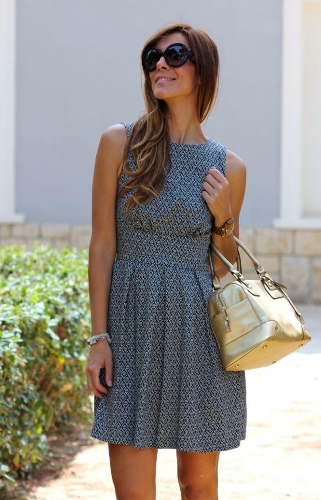 Otro vestido que me encanta para ir a trabajar!!,.. las que venís a tienda habréis podido comprobar que este estilo de vestidos me los pongo mucho ya que son cómodos y me parecen súper estilos