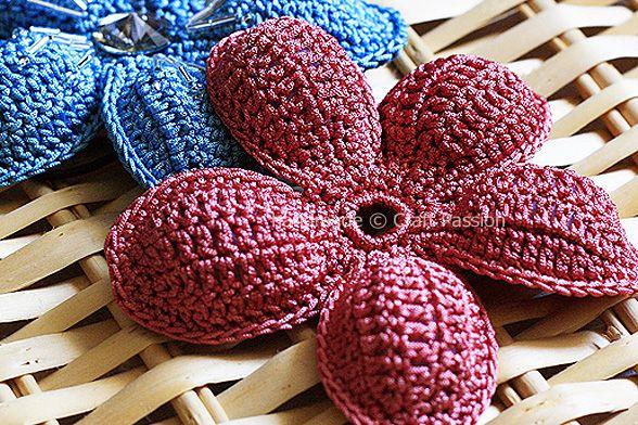 5 Petals Puffed Flower: free pattern