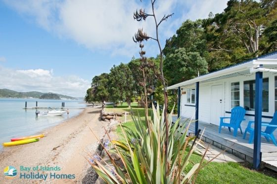 Historic cosy little cottage right on the beach. in Te Wahapu, Russell | Bookabach
