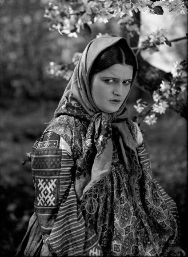 Эмма Цесарская (Аксинья). «Тихий Дон» О. Преображенской и  И. Правова. «Мосфильм». 1930