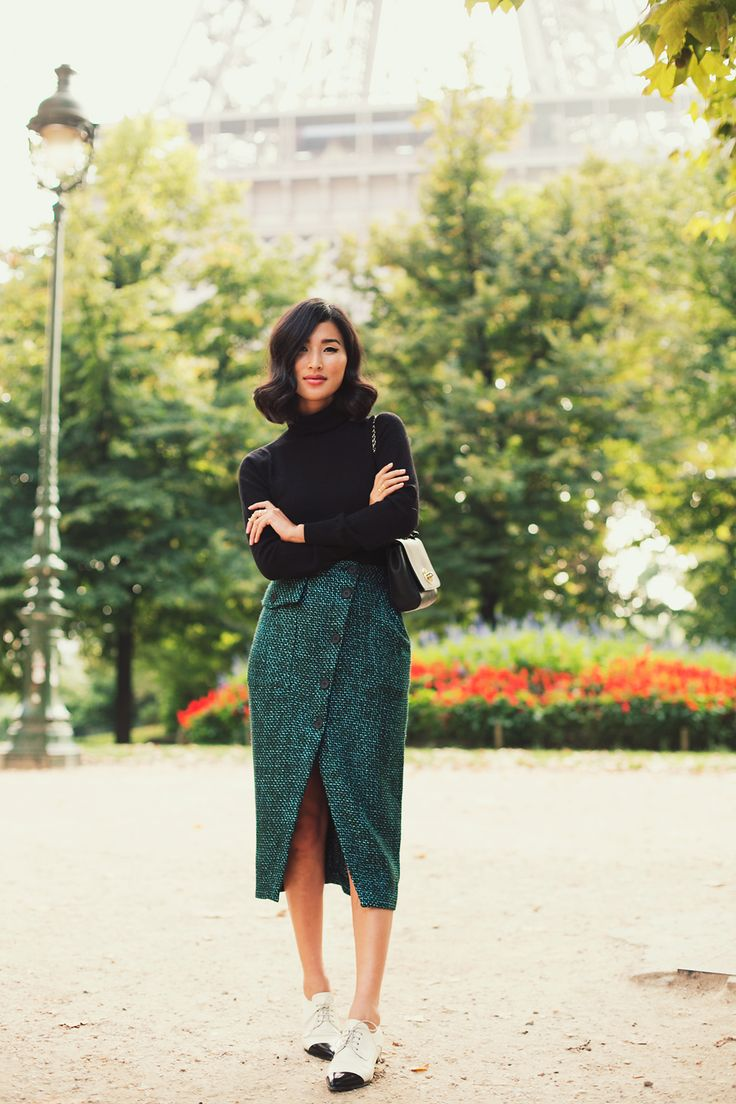 Nicole Warne - Splendid turtleneck, ASOS skirt, Mulberry bag, Miu Miu brogues.  (Paris, November 2013)