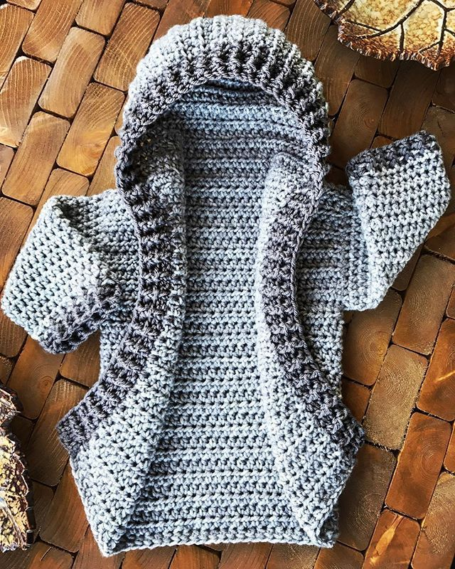 Eeeep!! This is the 12 month size of the cardigan series from Heart Hook Home. And now I want this color in my size... ...