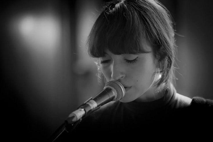 Elena Tonra, vocalist in Daughter.