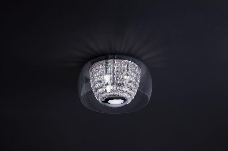 Lampa wisząca Zuma Line Tenda z kopułą wykonaną z okrągłych kryształów otoczonych szklanym kloszem. Będzie niezwykle oryginalną ozdobą każdego salonu.