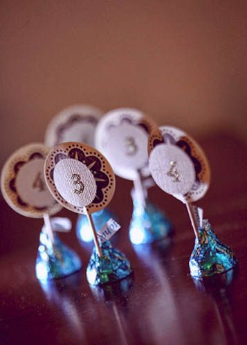 Awesome- budget ideasSaving Money, Escort Cards, Budget Wedding, Hershey Kisses, Places Cards, Table Numbers, Budget Tips, Placecards Ideas, Candies Tables Numbers