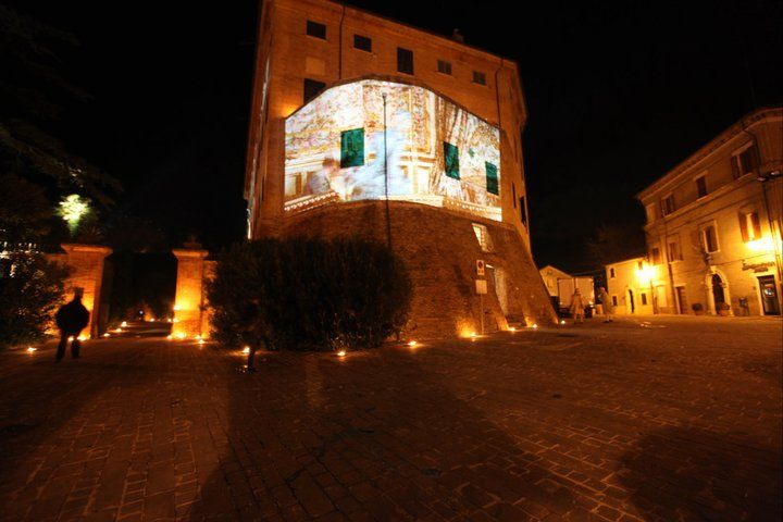 Marie Antoniette projection on the castle