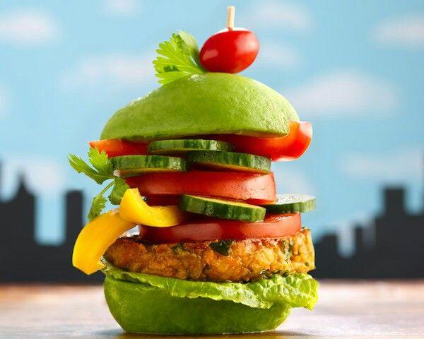 Veggie Burger  Tumpukan selada, tomat, timun, paprika kuning, dan diapit roti hijau. Dagingnya terbuat dari kacang kedelai yang dicampur beberapa sayuran.