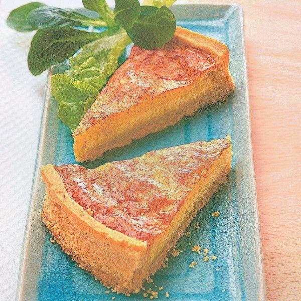 Greyerzer und Schweizer Emmentaler sind die beiden Käsesorten, die der Quiche Würze und Geschmack geben. Ein einfaches, aber leckeres Gericht.