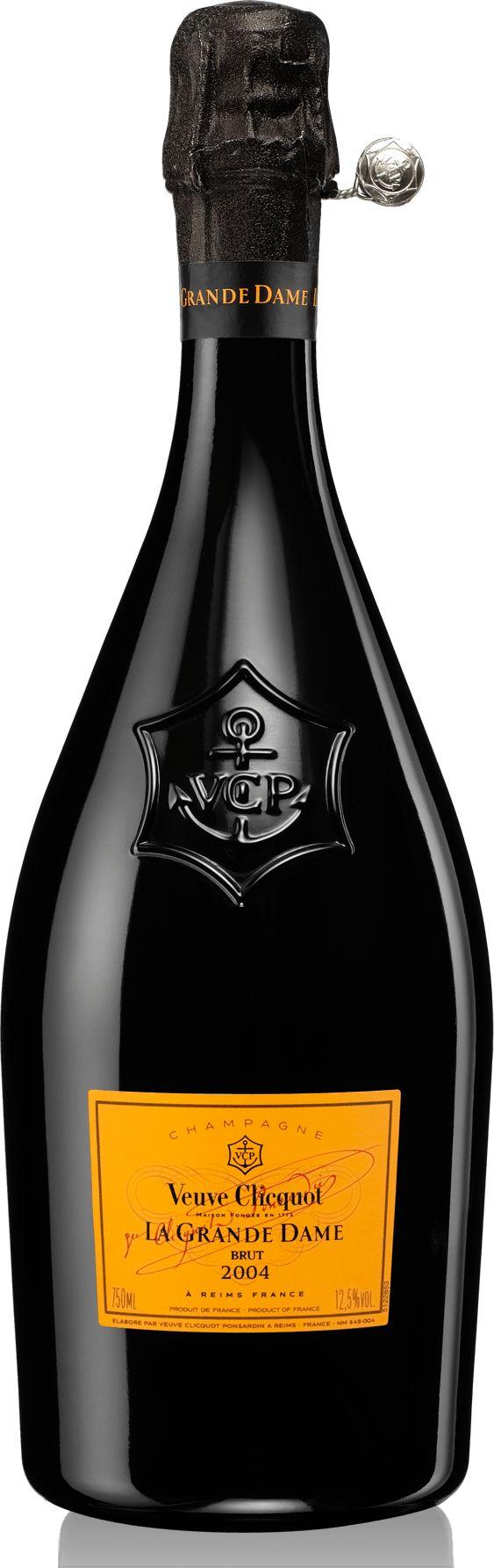 Champagne Veuve Clicquot : La Grande Dame 2004,La Grande Dame 2004 s'affiche avec de beaux arômes de pèche et d'abricots sur fond de brioche. Sa bouche est croquante et soyeuse avec une chair tendre qui se fait titiller par une belle fraîcheur, mais la puissance légendaire du style de la maison est en arrière fond. L'alliance entre un pinot noir (61%) un peu retenu pour le moment et un chardonnay (39%) de grande classe doit encore se fondre pour que les huit grands crus (seuls les grands…