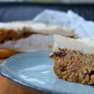 Raw Courgette and Carrot Christmas Cake - Livia's Kitchen
