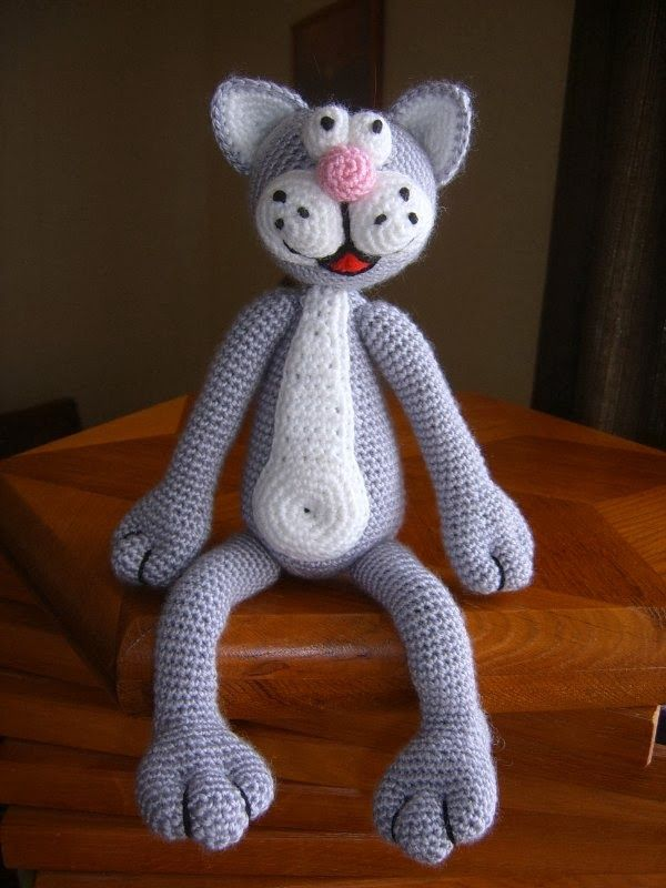 Когда я только начинала вязать и пробовала свои силы в создании вязаной игрушки, вот тогда появился на свет этот котёнок. Он не совсем похо...