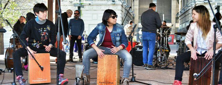 Mujeres al cajón!!!  Maite, Tanty y Kimberly dando inicio al día nacional del baterista y percusionista de Chile, celebrado el pasado 25/07/17. #Flamentr3lok #HechoEnChile #MujeresAlCajón