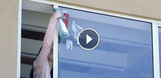 Így pucolhatod meg az ablakot a leggyorsabban, és a leghatékonyabban, ha emeletes házban laksz!