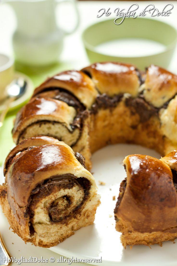 Ciambella brioche alla nutella è ideale per la colazione ma anche per la merenda, senza burro ma con l'aggiunta di olio, risulta sofficissima anche il giorno dopo