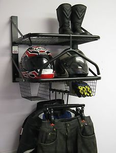 moto chaqueta de ropa de moto doble bikertidy casco de almacenamiento de informacion - Categoria: Avisos Clasificados Gratis  Estado del Producto: Nuevo con etiquetasThe Double Bikertidy is designed to hold 2 sets of bike kitComes complete with:2 x Shelves 1 with hanging rail, 2 x Glove Baskets,2 x Jacket hangers, 2 x Trouser hangers, 1 x Full Suit Hanger, 1 x Hook and wall fixingsDimensions: H66cm excluding hangers x W62cm x D44cmInternational DeliveriesEbay now offer a global shipping…