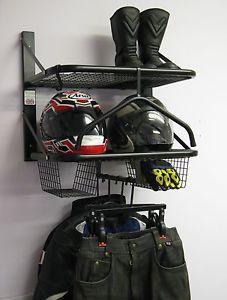 moto chaqueta de ropa de moto doble bikertidy casco de almacenamiento de informacion - Categoria: Avisos Clasificados Gratis  Estado del Producto: Nuevo con etiquetasThe Double Bikertidy is designed to hold 2 sets of bike kitComes complete with:2 x Shelves 1 with hanging rail, 2 x Glove Baskets,2 x Jacket hangers, 2 x Trouser hangers, 1 x Full Suit Hanger, 1 x Hook and wall fixingsDimensions: H66cm excluding hangers x W62cm x D44cmInternational DeliveriesEbay now offer a global shipping…