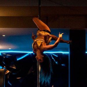 Cours de Pole dance Gratuit! Au Wicked Bar #blog #cours #poledance #WickedBar #lesbarrés