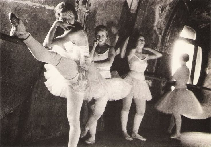 En la Opera de Paris . 1934.  Lucien Aigner.