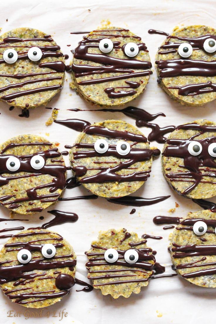 Raw halloween cookies - vegan gluten free Read more at http://www.eatgood4life.com/raw-halloween-cookies-vegan-gluten-free/#BBDXomhlrluGBYdC.99