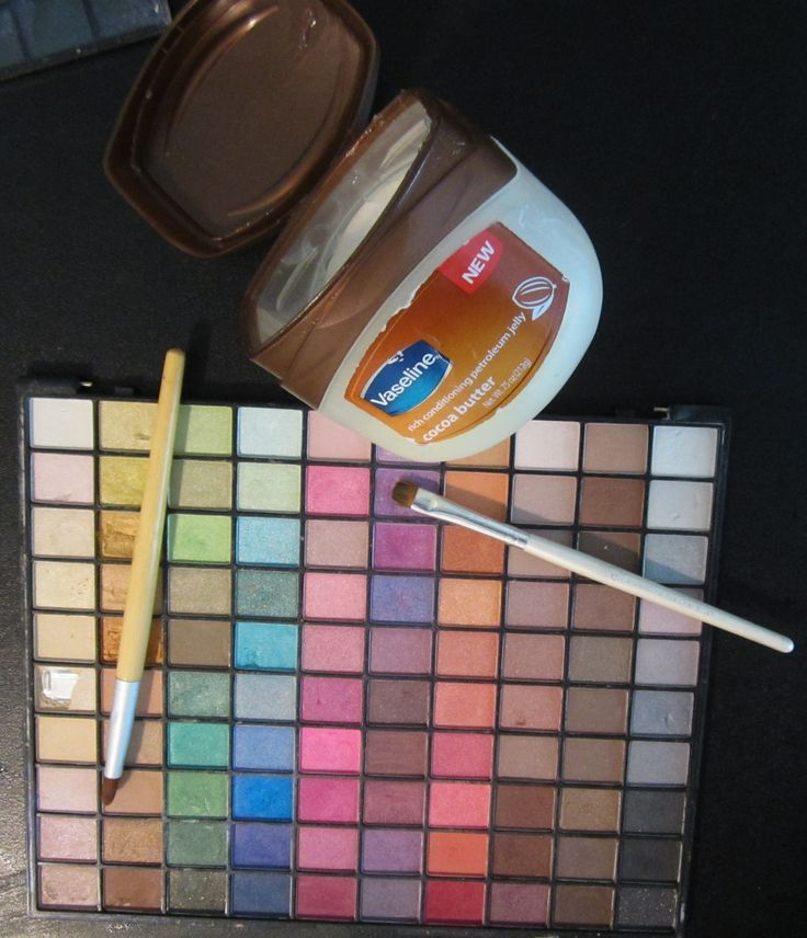 DIY- Make Your Own Lipstick Using Eyeshadow- great for eyeshadow(s) that are just taking up space