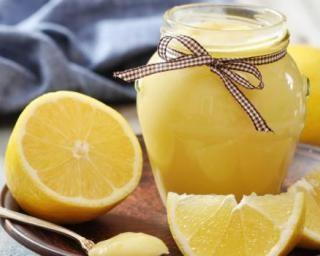 Lemon curd allégé : http://www.fourchette-et-bikini.fr/recettes/recettes-minceur/lemon-curd-allege.html