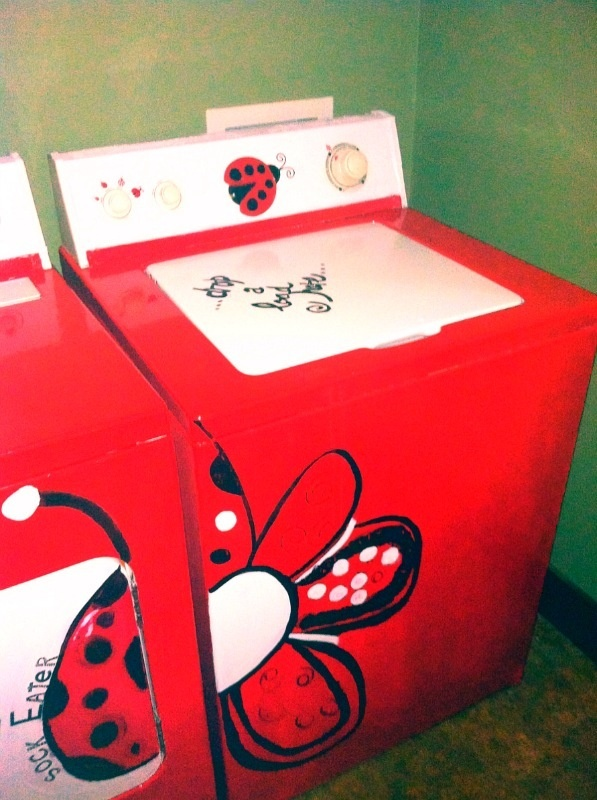 @Brooke Cox -- too cute! These make me want to paint ours. =D   (Paint Your Outdated Still Working Washer and Dryer)