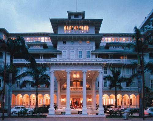 Moana Surfrider Hotel on Wai ki ki beach- breath taking views!