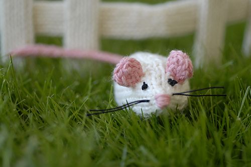 knitted mouse from Spud and Chloe by Susan B. Anderson