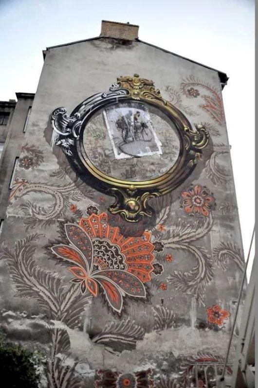 Wow! Nice mural.