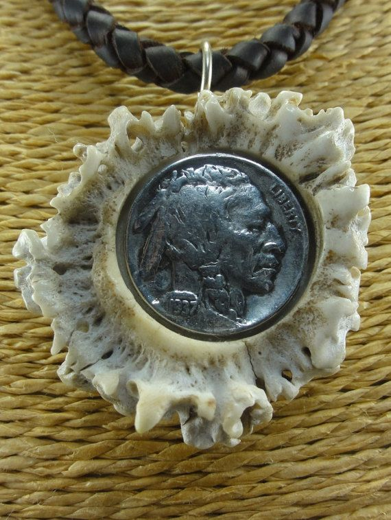 Collar de cuero y Colgante con roseta de por CapreolusArtesania