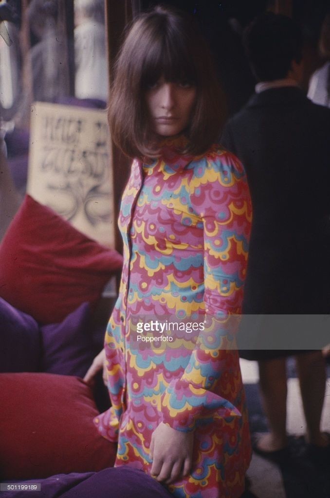sixties-fashion-a-young-female-model-wears-a-multi-coloured-shirt-in-picture-id501199189 (678×1024)