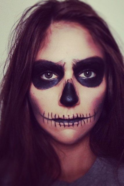 A Skeleton Face Halloween beauty tutorial that is perfect for those lazy partygoers.