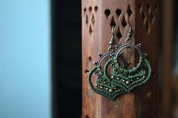 Orecchini macramè fatti a mano su base in bronzo, orecchini etnici, gioiello macramè, micromacramè di EthnicMacrame su Etsy