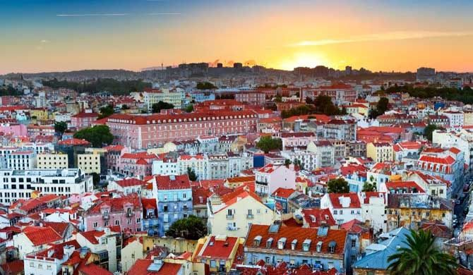 Best of Lisbon! Get ready for a night of tapas, tipples, and tunes on this Lisbon tour. Lisbon's music-making, liquor-creating, and tapas-serving skills are legendary so you're in for a treat! #Lisbon, #city #walk, #food #tour, #insider, #discover, #travel