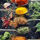 In recepten voor koken en bakken vind de thuiskok steeds vaker kruidenmengsels die aan gerechten moeten worden toegevoegd. Veel van deze kruidenmengse...