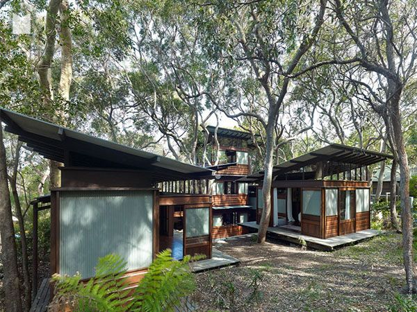 Facebook Twitter Google+ Pinterest StumbleUpon Angophora House has been designed by architect Richard Leplastrier, sited on the Eastern tip of the extended grove of Angophoras that makes up the iconic Angophora Reserve in Avalon, New South Wales, Australia. The house is a pavilion-plan, where the design has been informed by the location. Comprising six pavilions, …