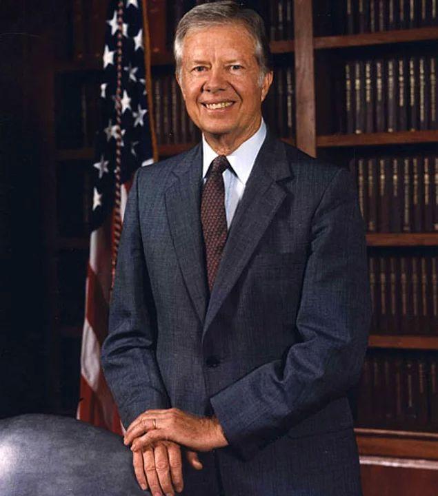 39-й Президент США Джимми Картер однажды отправил в химчистку свой пиджак, забыв в кармане шпаргалку с кодами запуска ядерного оружия.