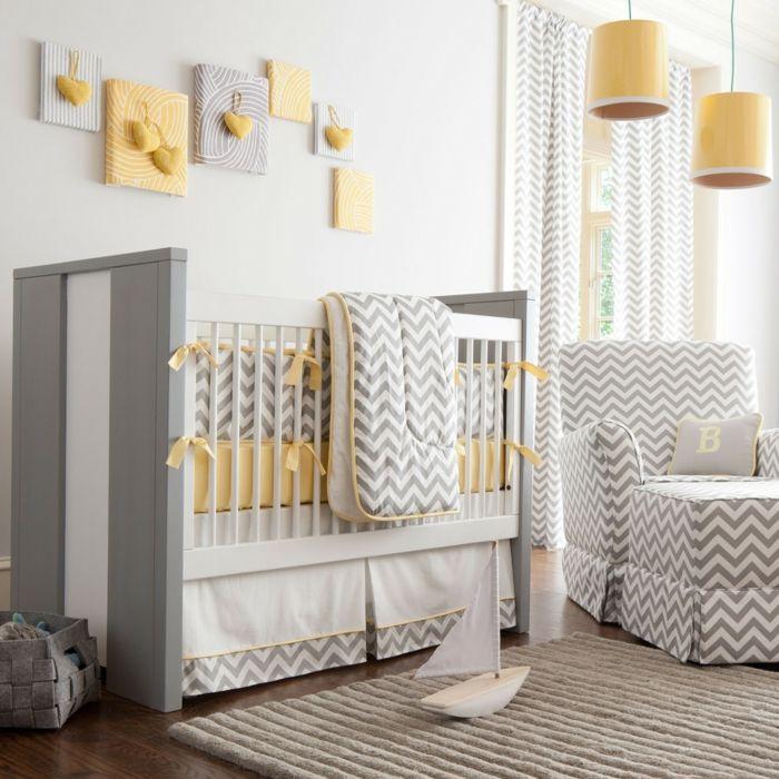 babybett kaufen gitterbett matratzen bettwäsche gelbe hängelampen wanddeko