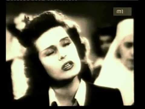 Karády Katalin énekli a Valahol Oroszországban c.dalát.
