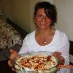 """İzmir'den Dilek'le Mutfakta; Yemek bloggerlığı serüvenimde kendi yaptığım yemekleri paylaşmaktan mutluluk duyan, yemeklerimi yayınladığım zaman """"ah şimdi olsa da yesek"""" diye iç geçirenler için kendimi yemek siparişi almak konusunda zorunlu hissettim.  Güzel ve lezzetli yemeklerimi tatmak isteyenler, yapmaya vakit bulamayanlar bana bir telefonla başvurabilir."""