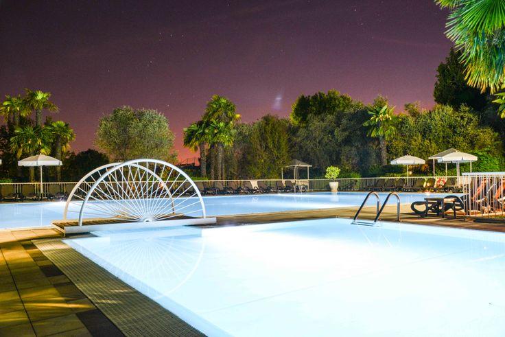THE NIGHT.....SWIMMING POOL www.villamaria.tv #desenzanohotel #lagodigarda #gardalake #gardasee