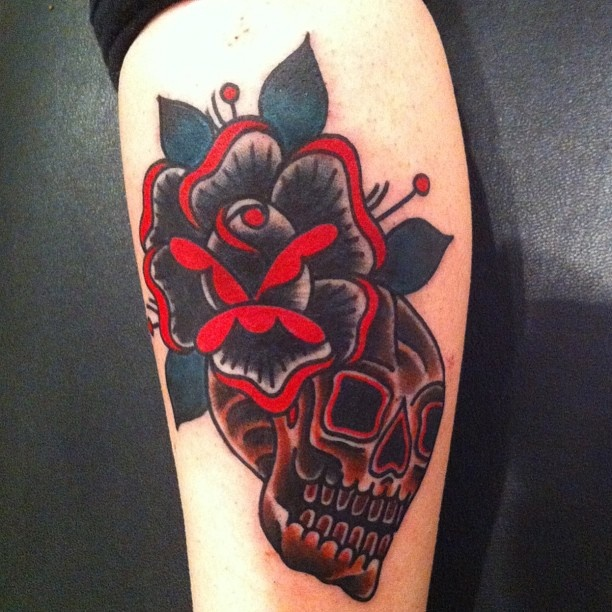 deno jr black rose tattoo ink pinterest the skulls nu 39 est jr and black roses. Black Bedroom Furniture Sets. Home Design Ideas