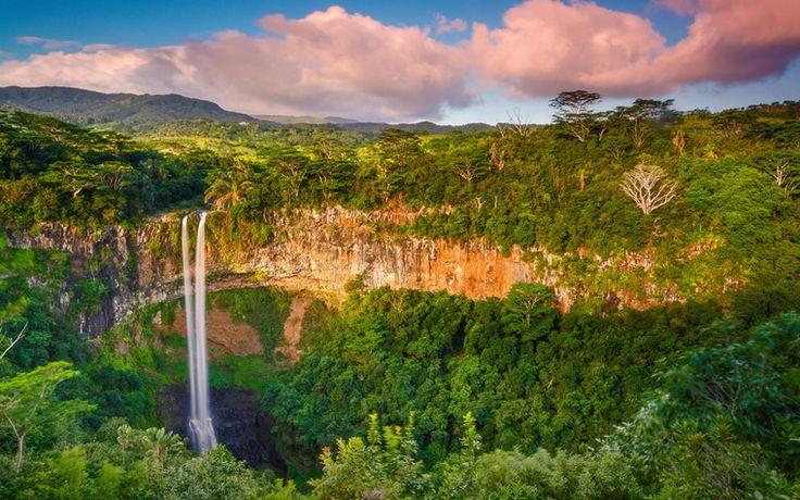 A'dan Z'ye rom kültürünü öğrenebileceğiniz, şekerin roma dönüşümünü kademe kademe görebileceğiniz Chamarel, Mauritius'un en popüler turistik duraklarından biri. #mauritius #seyahat #gezi #travel