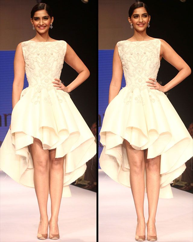 Diamonds are Sonam's best friends! All eyes were set on beautiful Sonam Kapoor, when she hit the ramp as a showstopper on the third day of the India International Jewellery Week (IIJW) 2014.