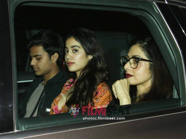 WOAH! Jhanvi Kapoor & Her Boyfriend Attend Dear Zindagi Screening With Sridevi & Boney Kapoor [Pics]