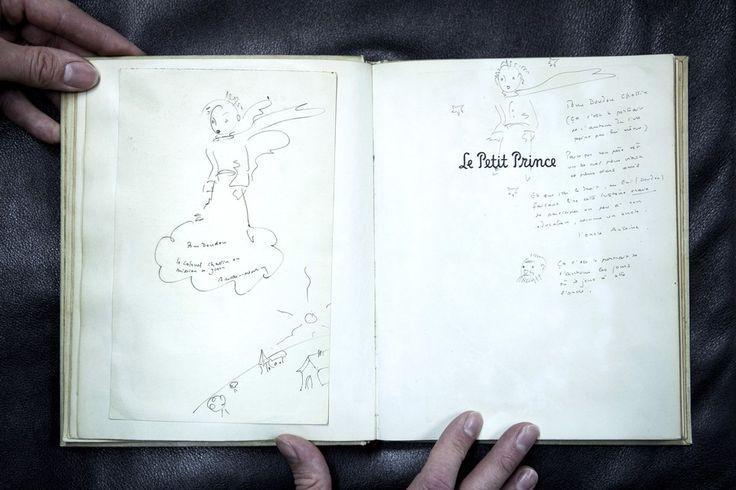 Exemplar de O Pequeno Príncipe com anotações originais do autor (Foto: PHILIPPE LOPEZ/AFP)