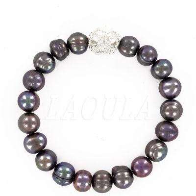 Bracelet perle d'eau douce grise et boule en métal argenté. Bijoux création.