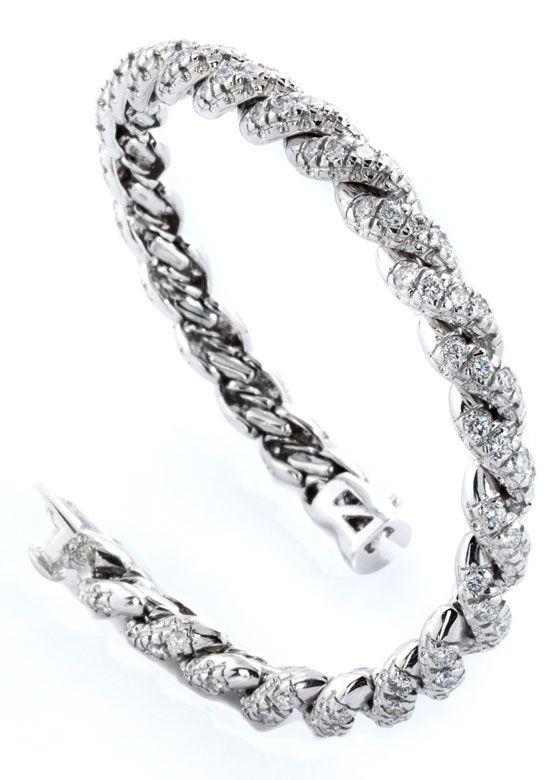 Länge: ca. 18 cm. Gewicht: ca. 35,3 g. WG 750. Hochwertiges Armband in eleganter Kordelform besetzt mit Brillanten, zus. ca. 5,6 ct. Integrierter Verschluss...